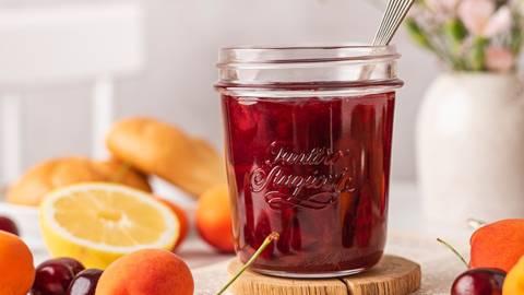 Vyšnių ir abrikosų uogienė
