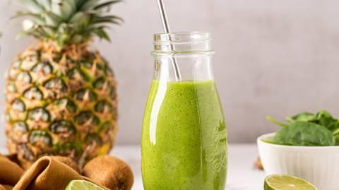 Žaliasis kokteilis | ananasų, špinatų, bananų, agurkų ir kivių kokteilis