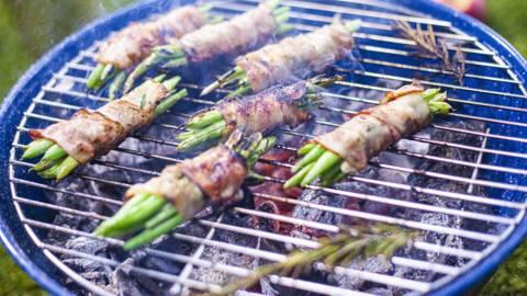 ▶▶ Šparaginės pupelės su karamelizuota rūkyta šonine