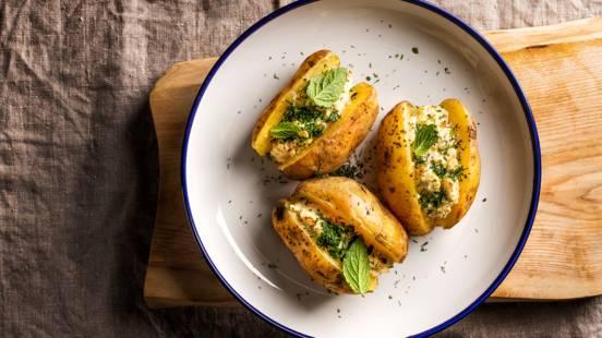 ▶▶ Apkeptos bulvės su varške ir mėtomis (arba peletrūnais)
