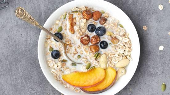 Sausi pusryčiai su vaisiais
