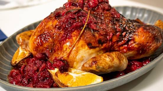 ▶▶ Orkaitėje kepta višta su spanguolėmis ir balzaminiu rozmarinų sviestu