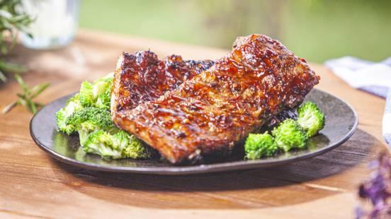 ▶▶  Kiaulienos šonkauliukai su barbekiu padažu ir brokoliais