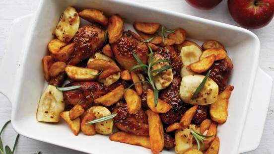 Viščiukų broilerių blauzdelės medaus ir garstyčių marinate su bulvių skiltelėmis ir obuoliais
