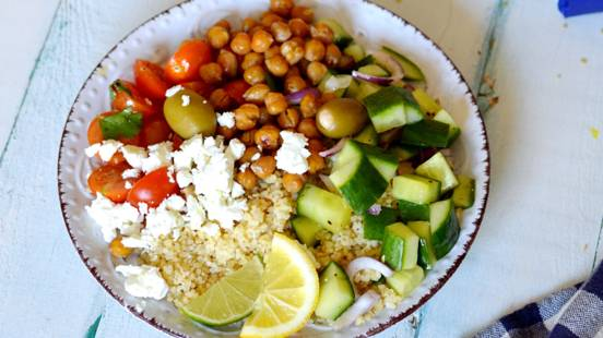 Bulguro salotos su daržovėmis fetos sūriu