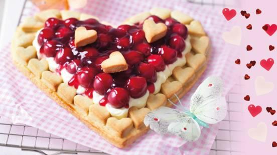 Širdies formos pyragaitis su vyšniomis