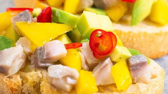 ▶▶ Brusketos su silke, mango ir avokadu