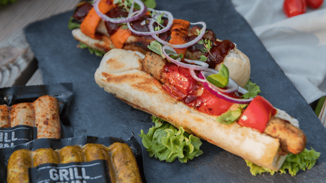 Prancūziškas dešrainis su grilyje keptomis vištienos dešrelėmis