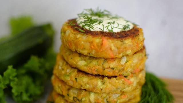Cukinijų ir morkų kepsneliai