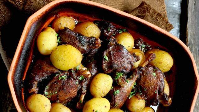 Keptas fazanas su bulvėmis