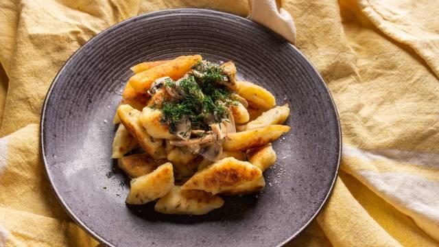 Lietuviški patiekalai: Švilpikai su grybų padažu