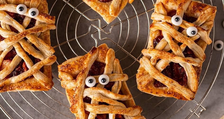 Pyragėliai-mumijos su obuoliais