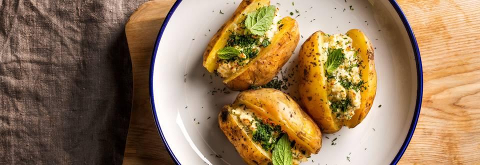 Lietuviški receptai: Apkeptos bulvės su varške ir mėtomis (arba peletrūnais)