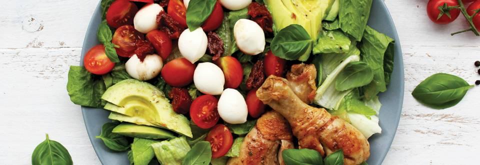 Kaprio salotos su vištų blauzdelėmis